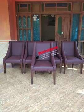 Kursi makan amcair