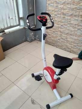 Sepeda statis terapi dengan monitor