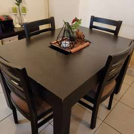 4 seater dining set for immediate sale