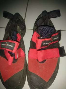 Sepatu climbing