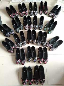 Sepatu Sulam Unik