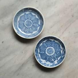 piring kecil biru putih
