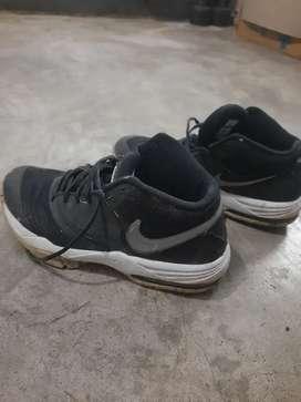 Nike shoes size UK-9 worth Rs 9000/-