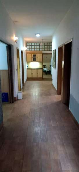 1 Kanal Beautiful House, Ground Floor separate Gate For Rent