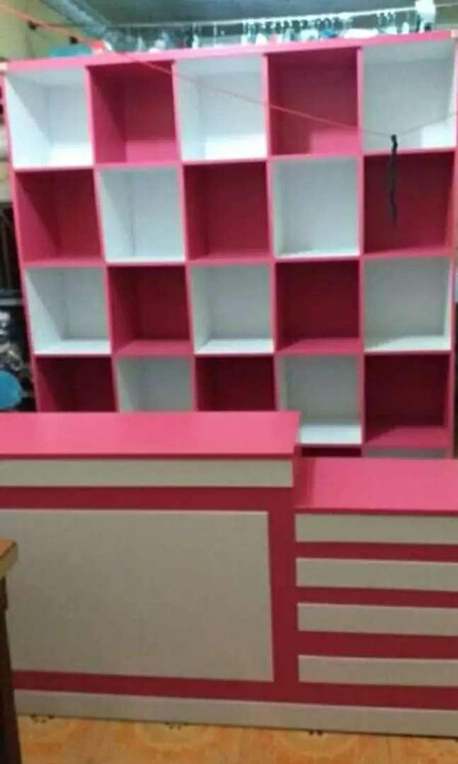 Meja kasir dan rak laundry pink putih seset 0
