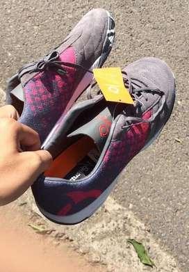 Di jual sepatu ortuseight kondisi 90% pakaian 1 bulan , ukuran 42 mas