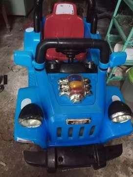 Mobilan Aki jeep
