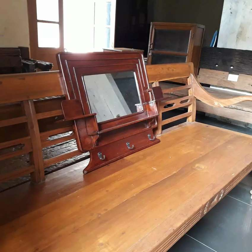 Kapstok Cermin Kotak atau Gantungan Baju/Topi Kuno 0