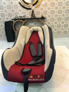 Baby car seat in red and black
