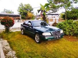 Mobil Mercedes Benz