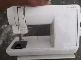 Singer sewing machine automatic in good condition