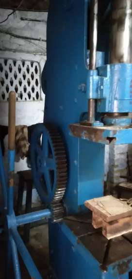 Heavy type 60 ton capacity compression moulding press liver
