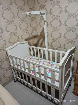Tempat Tidur Bayi / Box Bayi / Baby Crib  Putih