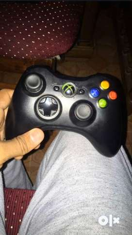 Xbox 360 2014 with 2 controllers and orignal CD's