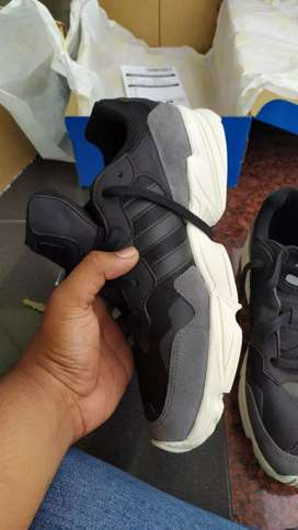 Sepatu adidas yung 90 ,ukuran 44