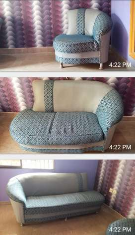7 seater sofa for sale n ( new)short height table/painting