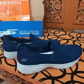 Sepatu Skechers Go walk 4 original 100% size 42, slip on