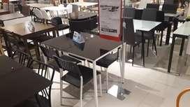 Meja makan kaca satu set
