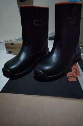Sepatu safety King's size 45