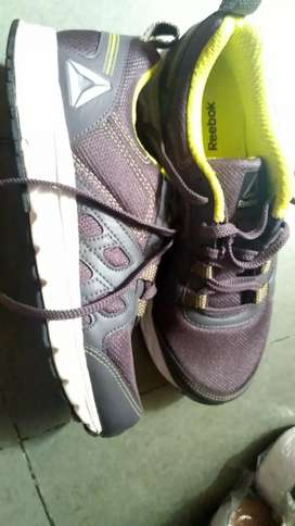 Mens sports shoes (size 5)