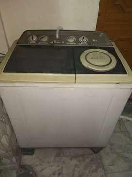 LG washing machine 7.2 kg: semi automatic.