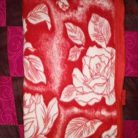 Grosir selimut motif bunga dan strip