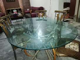Dinning table available in good condition