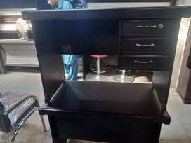 Office table 2×3½ in new a very Good Condition in reasonable price3