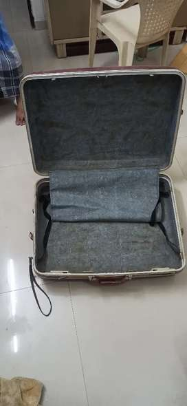 I want to sell my huge suitcase