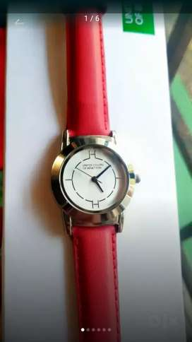 NEW UNITED COLORS OF BENETTON LADIES WRIST WATCH WITH RED STRAP