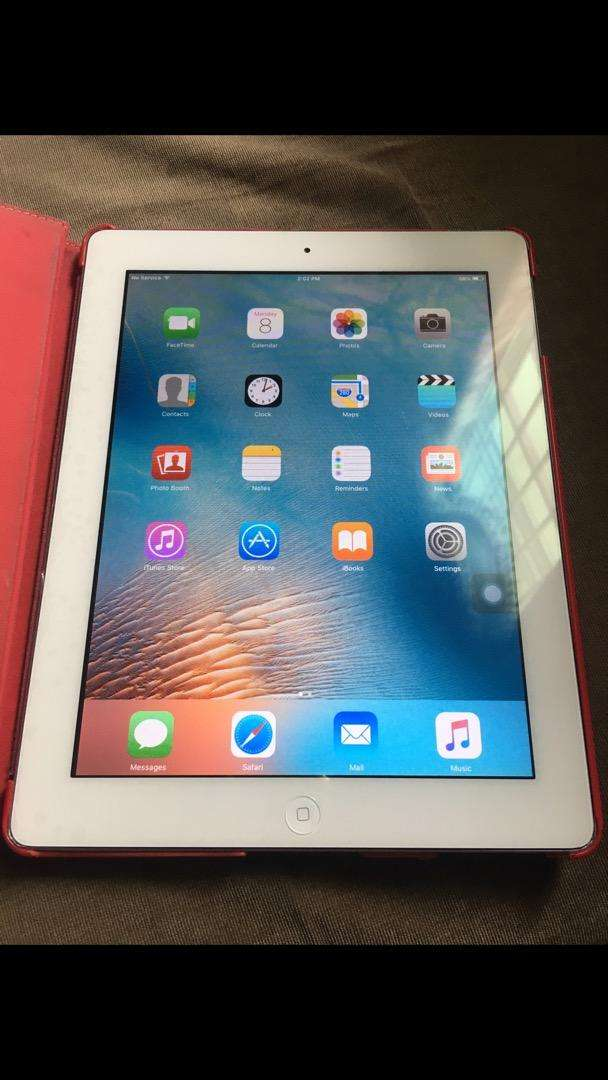 Apple iPad 2 wifi 3G 16gb - front & back Camera - good condition 0