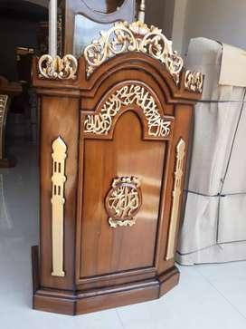 Mimbar podium ukir kaligrafi cantik