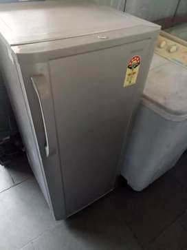 Fridge working condition good looking