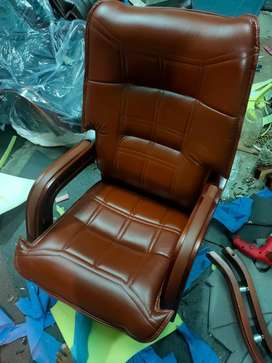 Office rolling chairs & brand new boss chairs available