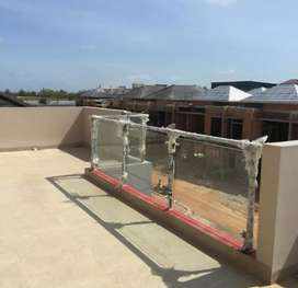 Railing kaca dan balkon kaca stainlėss steel