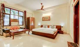 LUXURY BOYS PG SINGLE ROOM WITH ATTACHED BATHROOM AND FOOD IN NOIDA