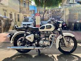 Royal enfield classic 350 2017 model bs4 white colour