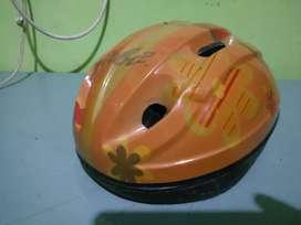 Helm sepeda barbie