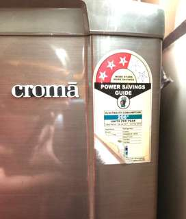 Silver color croma fridge to sell