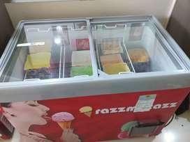 Juice and ice cream parlour set up