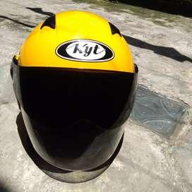 Helm kyt 2 vision warna kuning.