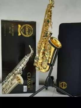 Alat musik tiup saxophone akto