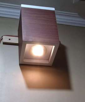 Lampu downlight dalam ruangan