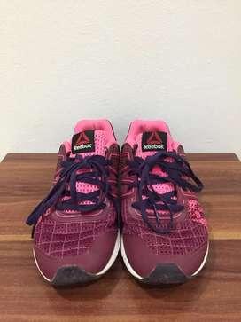 Reebok running pink