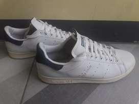 Sepatu Adidas stansmith