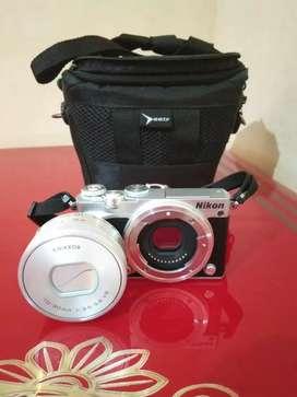 Kamera mirrorless Nikon 1J5 VR Lensa 10-30 mm