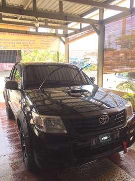 Toyota Hilux 2013 bensin. Pribadi.