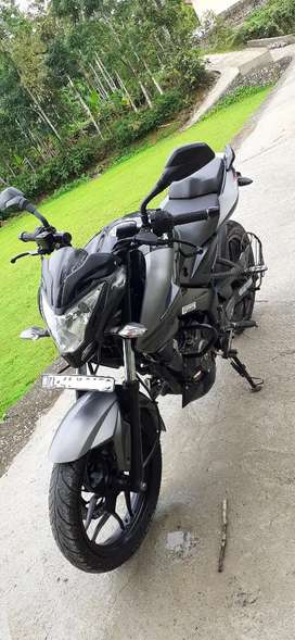 Showroom condition Pulsar NS 200 black colour single owner