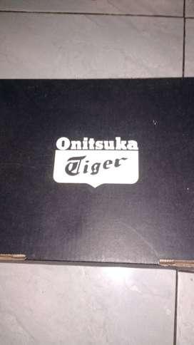 Sepatu orii onitsuka tiger..