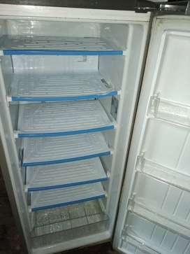 Dijual kulkas freezer merk LG 6 rak